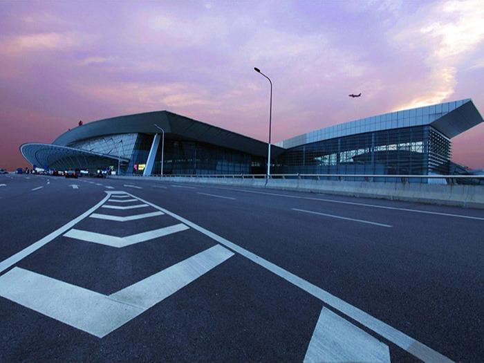 武汉天河机场采用16万平方米单面彩钢酚醛板